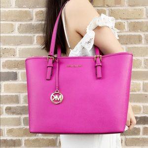 Gaby'sBags👜💕Michael kors purse fuchsia Pink